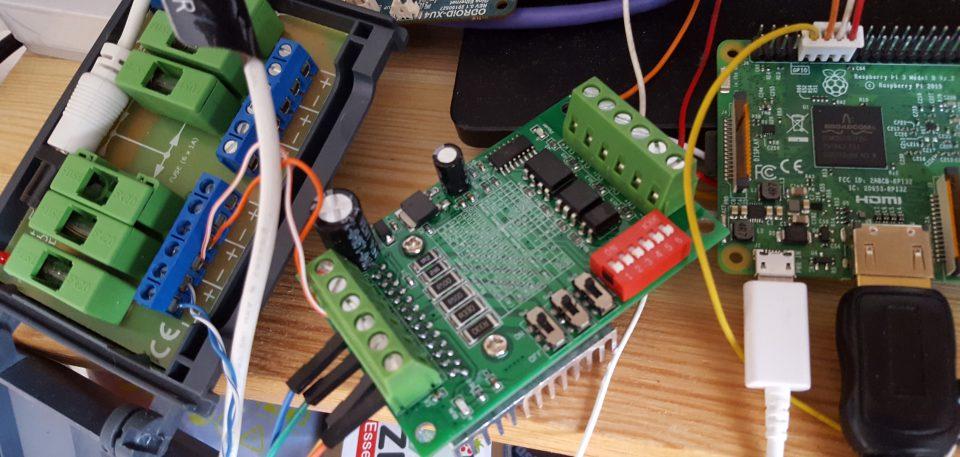 Zasilanie silnika elektrycznego, sterowanik dosilnika krokowego orazpłytka sterowania zpłytą Rpi v3